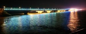 14. Taihu Lake Bridge Night, Cina
